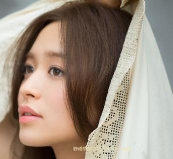 野崎萌香のアイメイクと髪型.jpg